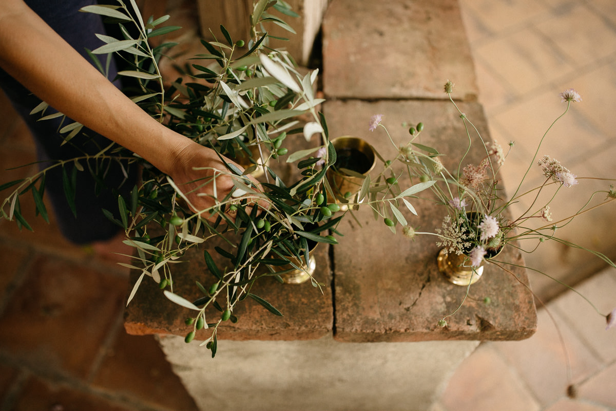 flowers preparation in a wedding in the south of France